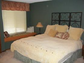 2BD/2.5BA D-20 Town Home with inside pool & hot tub