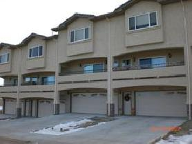 2BD/2.5BA North Side Town Home with Elevator