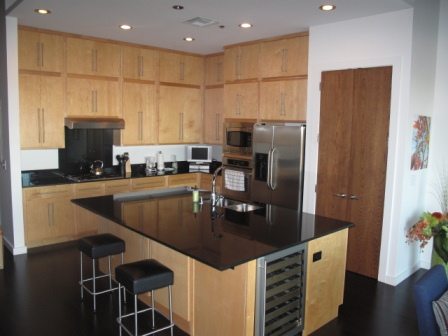 One of the many benefits of leasing a fully furnished rental instead of staying in an extended stay property is the full kitchens - this lovely kitchen is just one of the many fine rentals that AvenueWest Dallas has to offer. :)